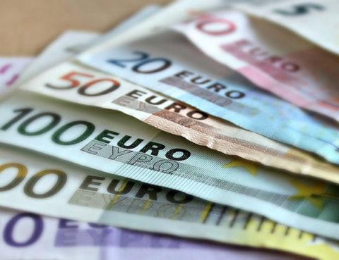 sonar-con-billetes-falsos